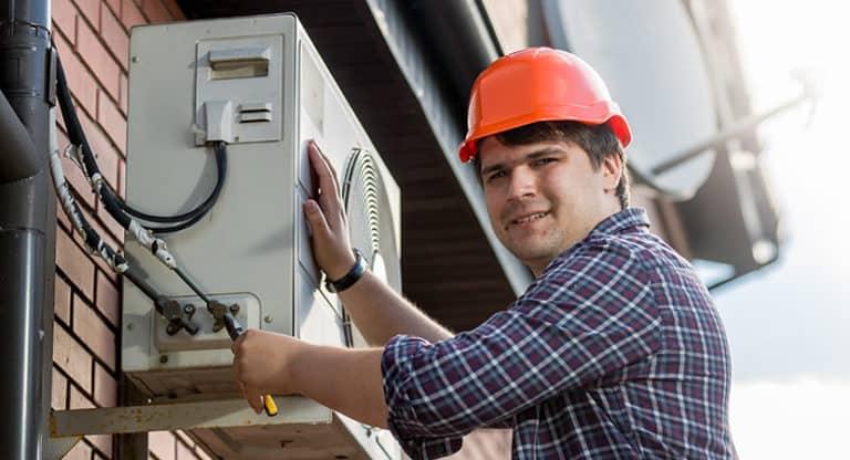 ¿Se puede comprar gas para recargar un aire acondicionado sin ser profesional?