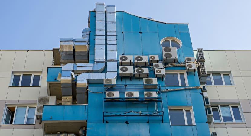 ¿Necesito un permiso para instalar mi aire acondicionado en la fachada?